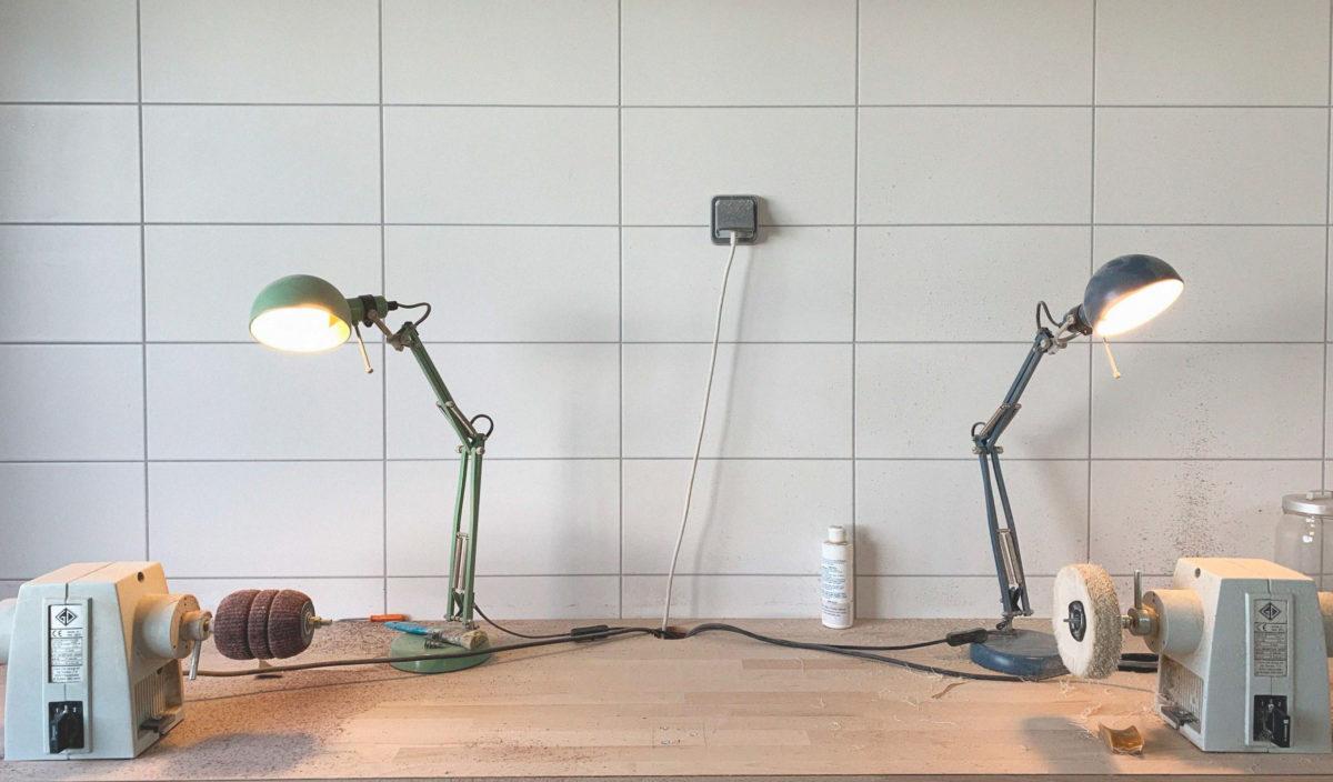 Photo intérieur atelier lunetterie avec les rouleaux et tourets